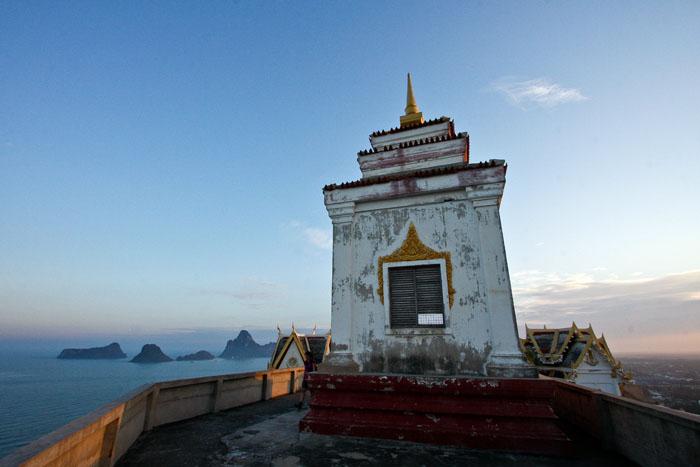 Prachuap Khiri Khan temppelillä