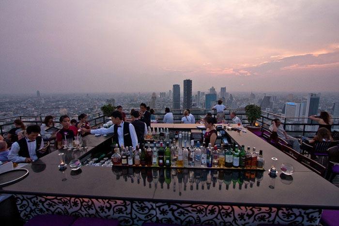 Vertigo baari pilvenpiirtäjän katolla Bangkokissa