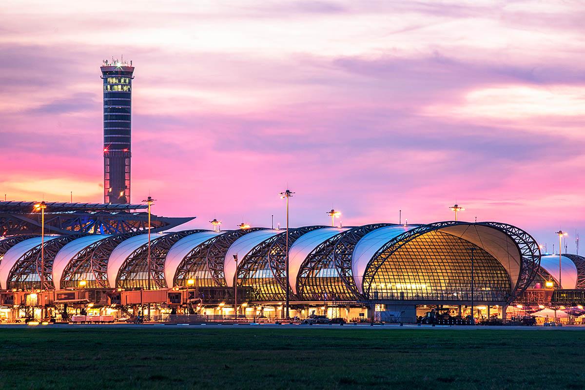 bangkok Suvarnabhumin lentokenttä ulkoa