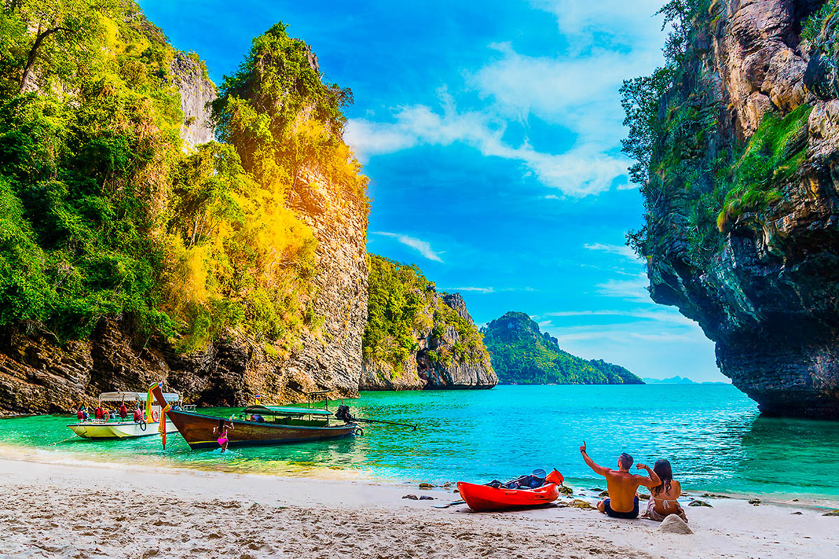 thaimaa krabi ranta pariskunta